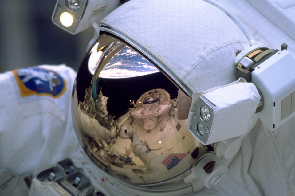 反思宇航员的遮阳板
