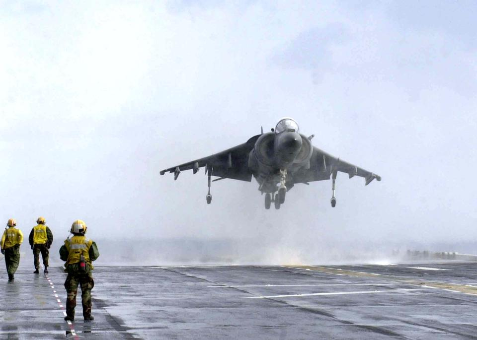 An возвращается AV-8B Harrier
