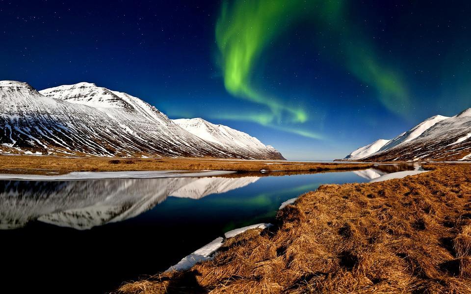北极光在冰岛
