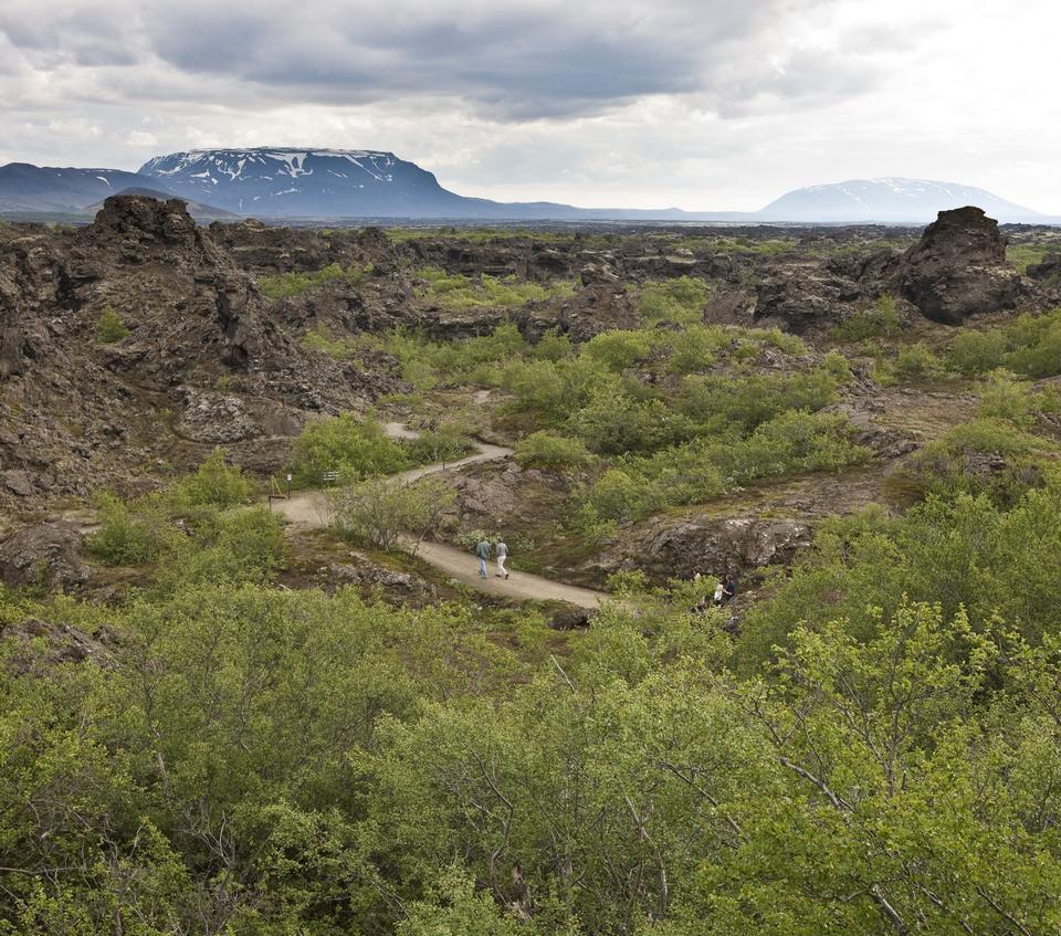 formations de lave à Dimmuborgir près de Myvatn dans nord de l'Islande