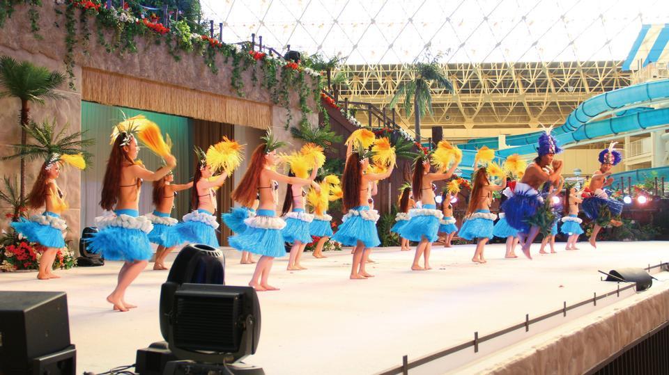 スパリゾートハワイアンズを踊るフラガール