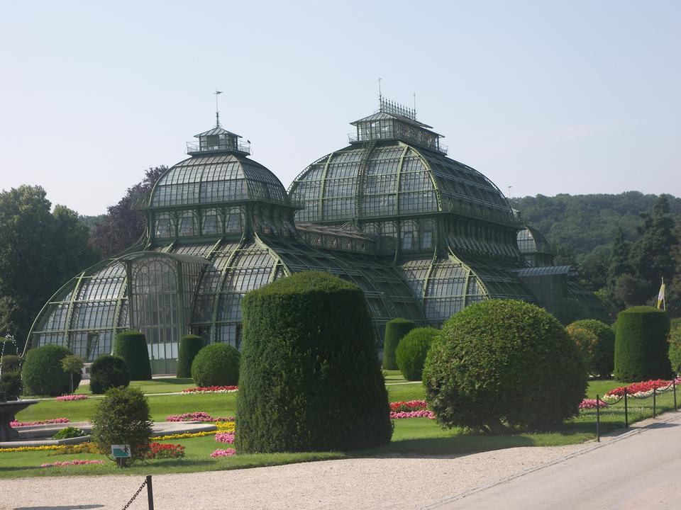 棕櫚房子在美泉宮花園在維也納,
