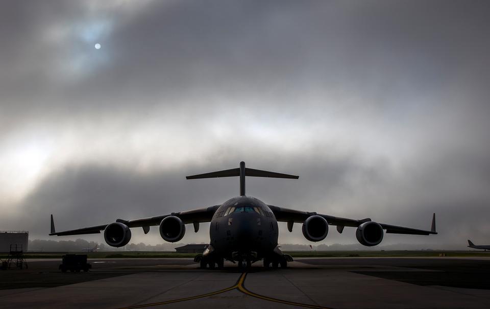 C-17环球霸王III有雾的早晨