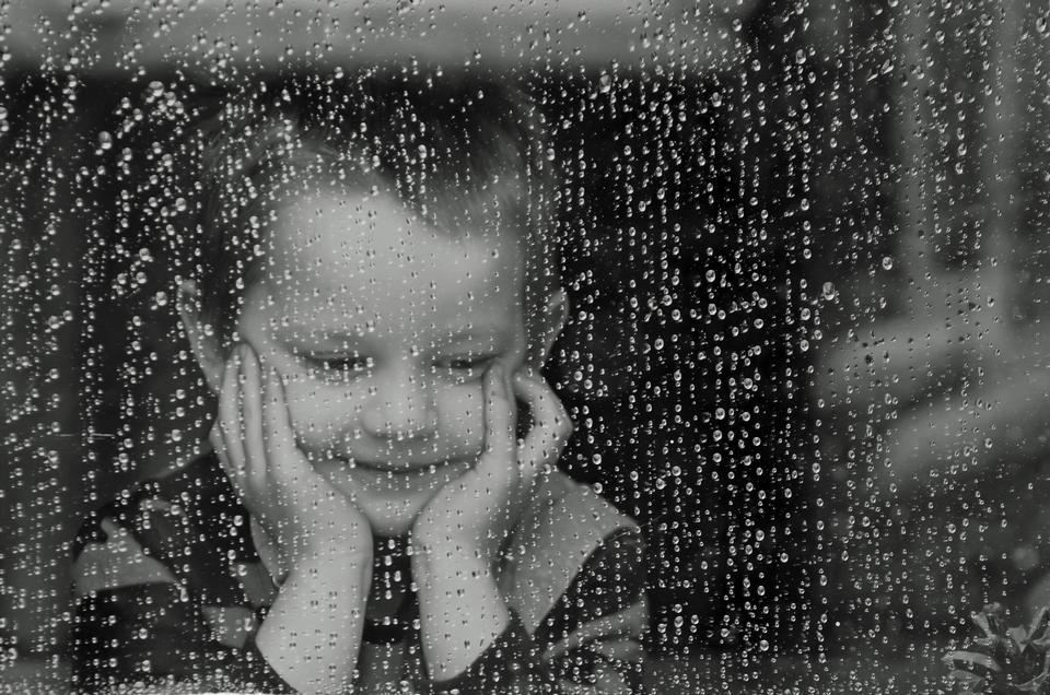 Criança e Rain - Black and White
