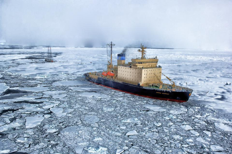 Russland Eisbrecher im Eismeer