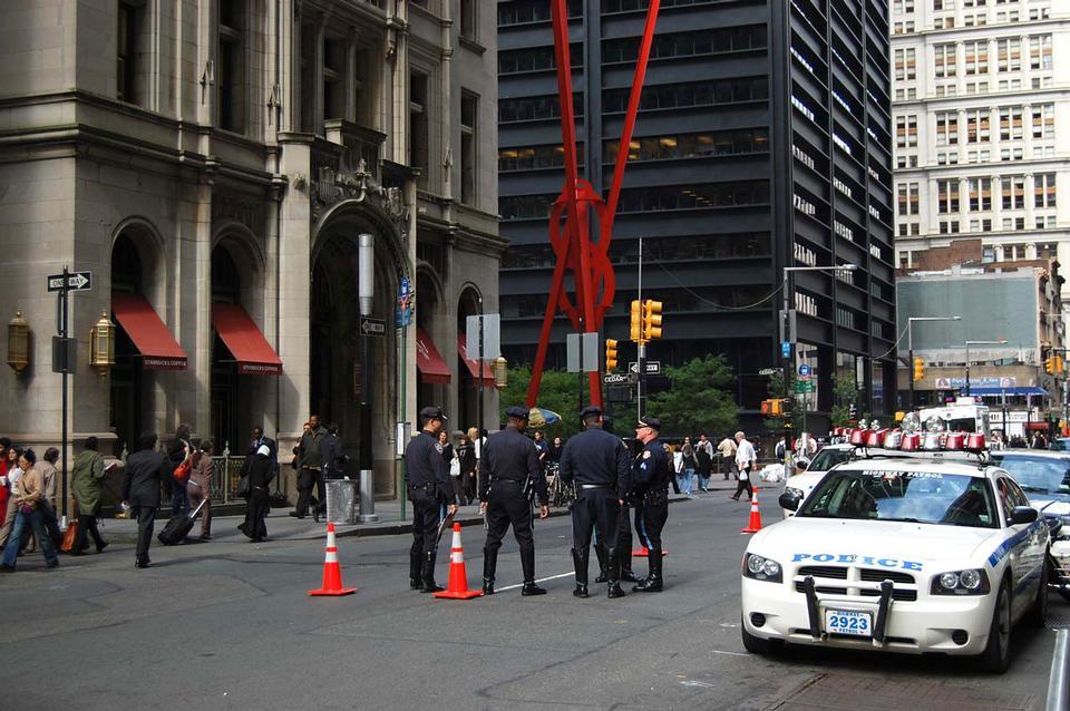 NYPD Offiziere bereit, Straßen patrouillieren