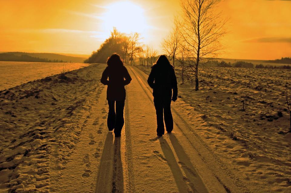 冬天走在夕阳