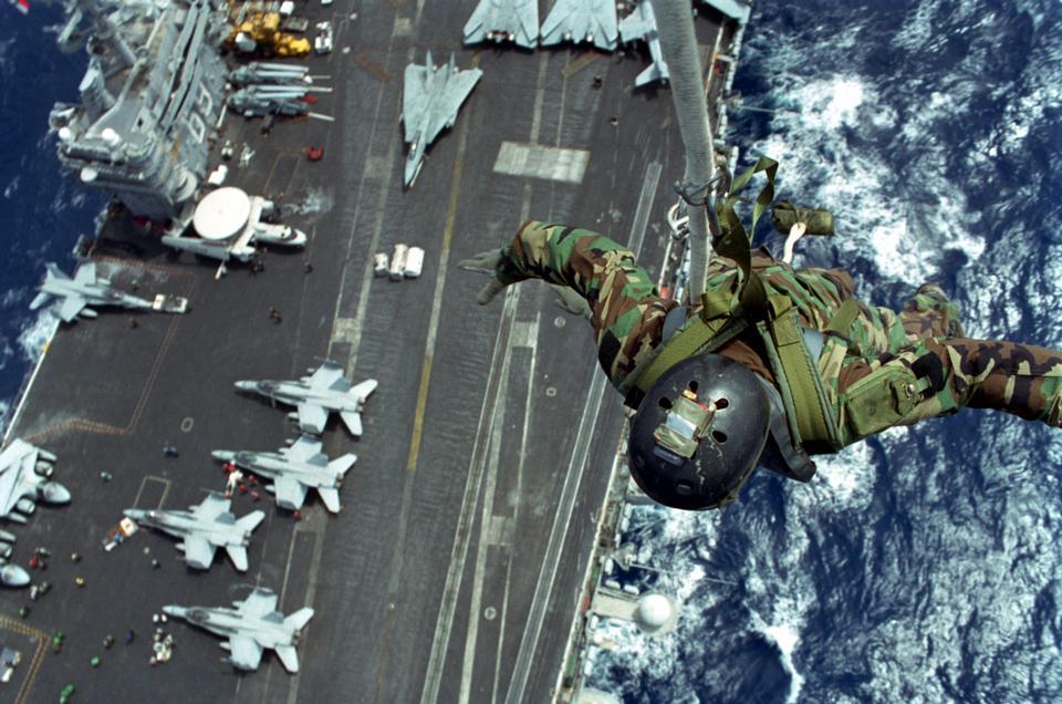 海豹隊USS艾森豪威爾