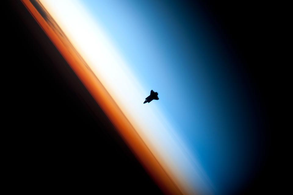 La silhouette de la navette spatiale Endeavour