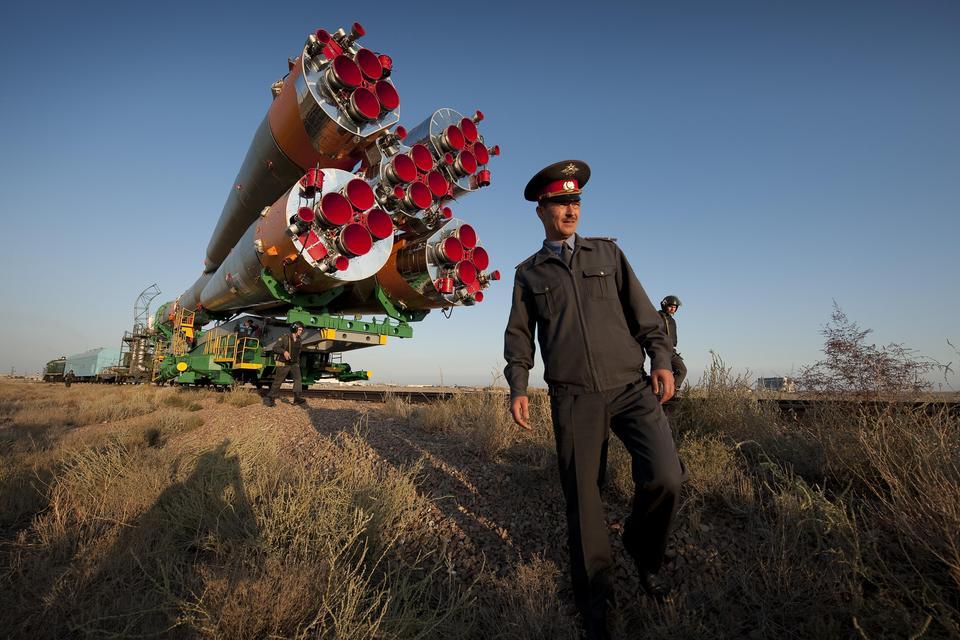 La fusée Soyouz est déployé sur la rampe de lancement
