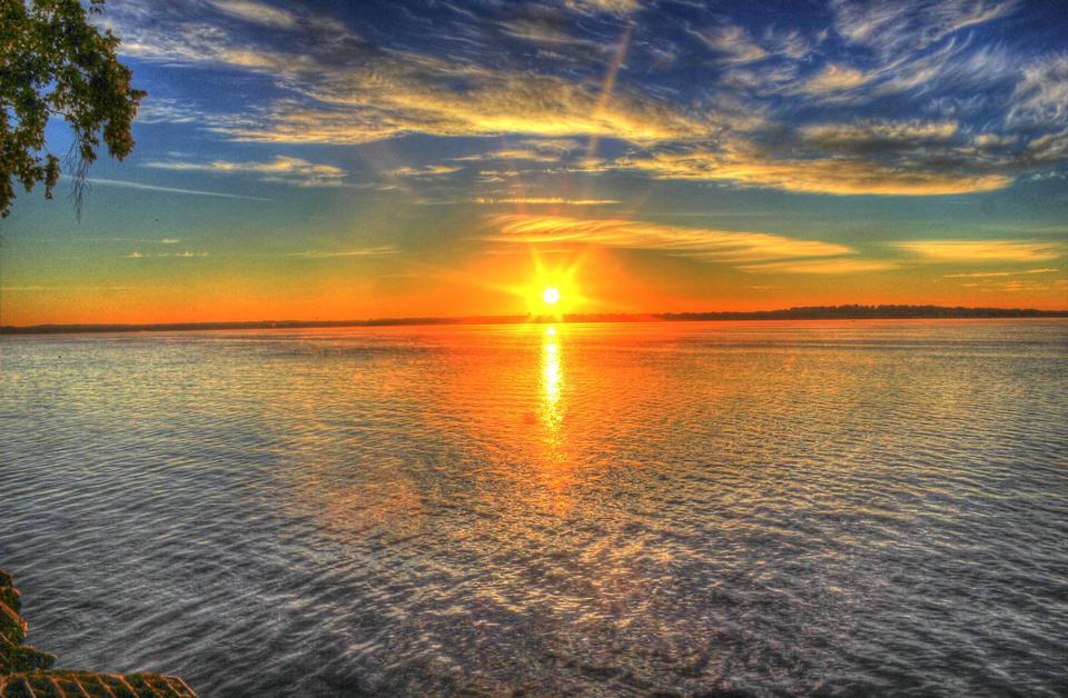 Amanecer sobre el lago Monona