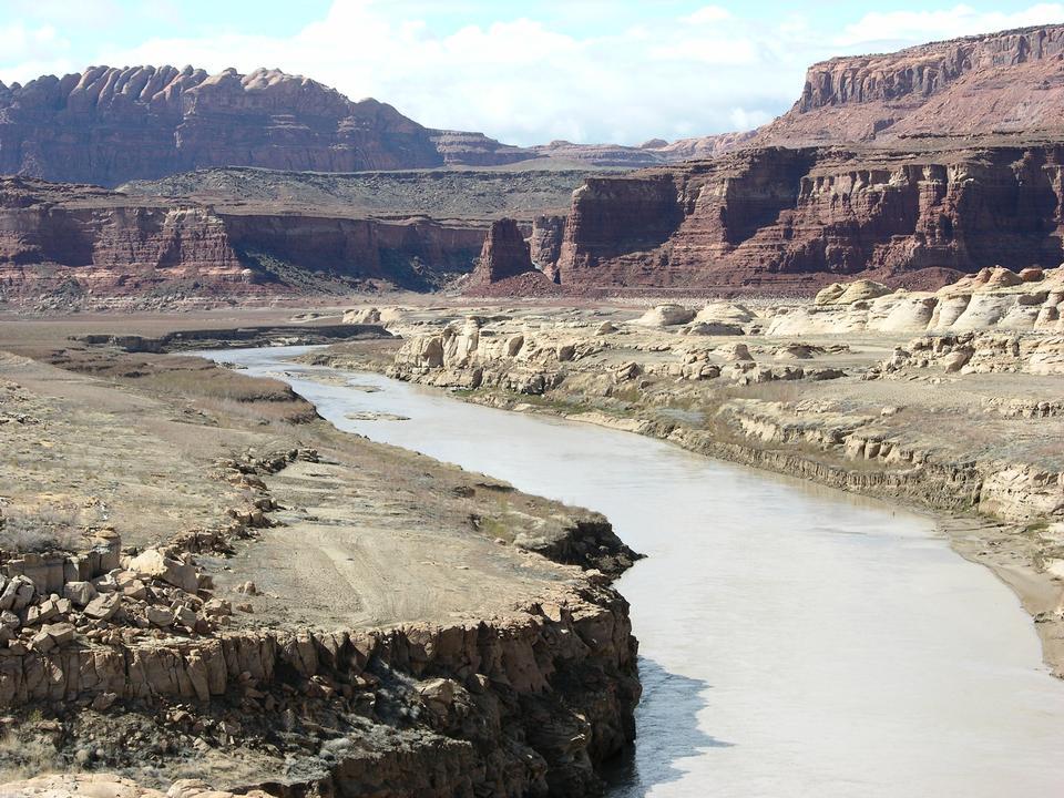科羅拉多河流經西南旱區