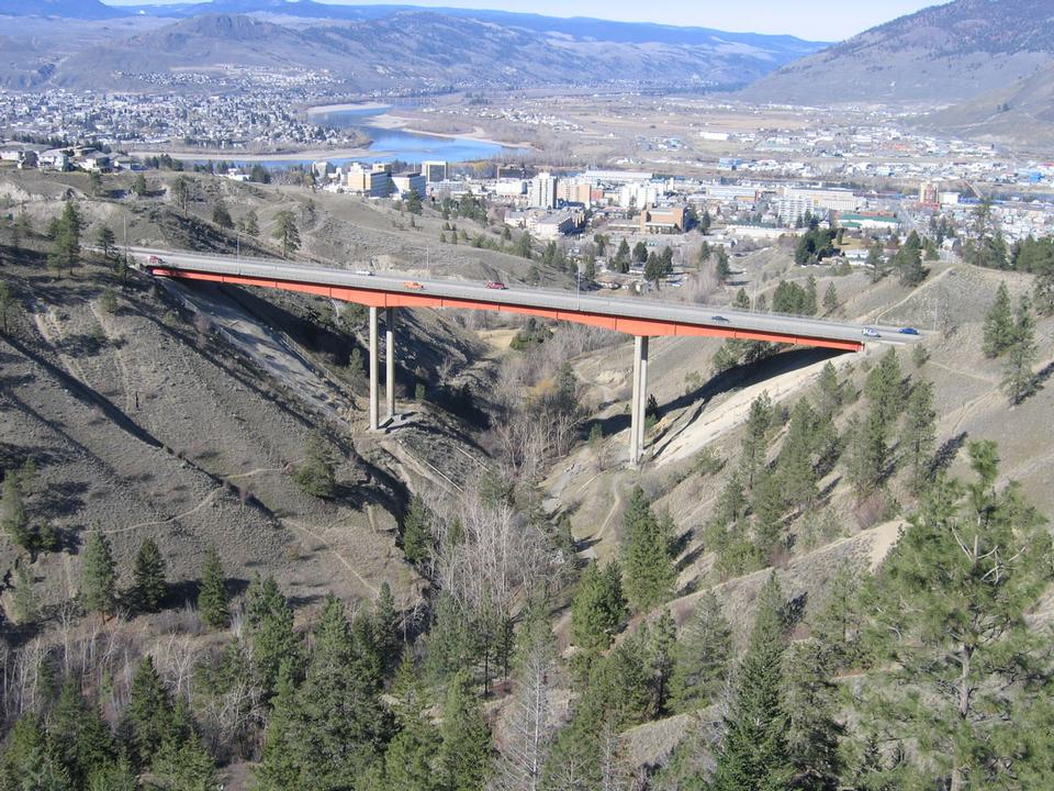 坎卢普斯,BC,加拿大彼得森铬大桥前景