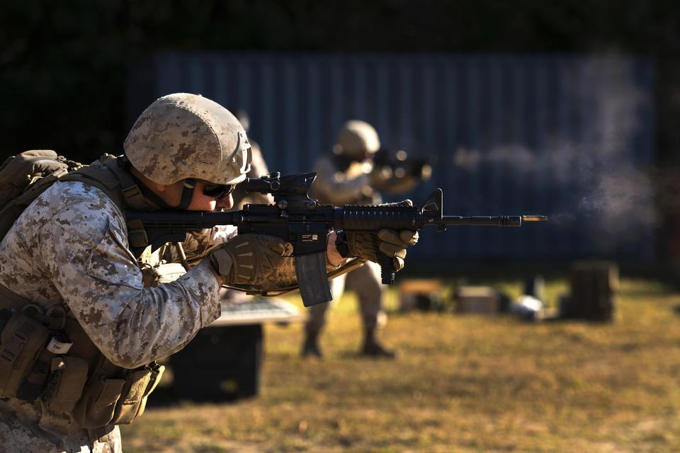 訓練營,觸發一個M-4卡賓槍