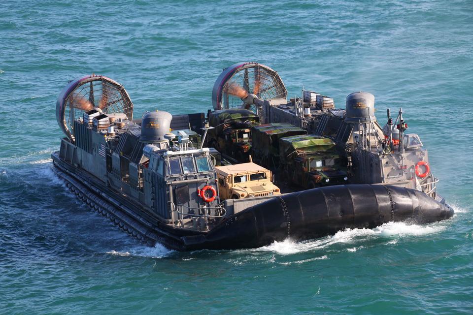 美國海軍氣墊船運送海軍陸戰隊員