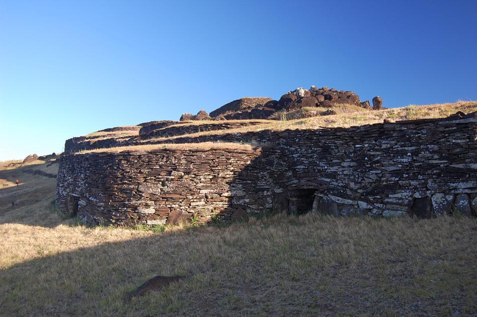 复活节岛上的内部古老的石头民居