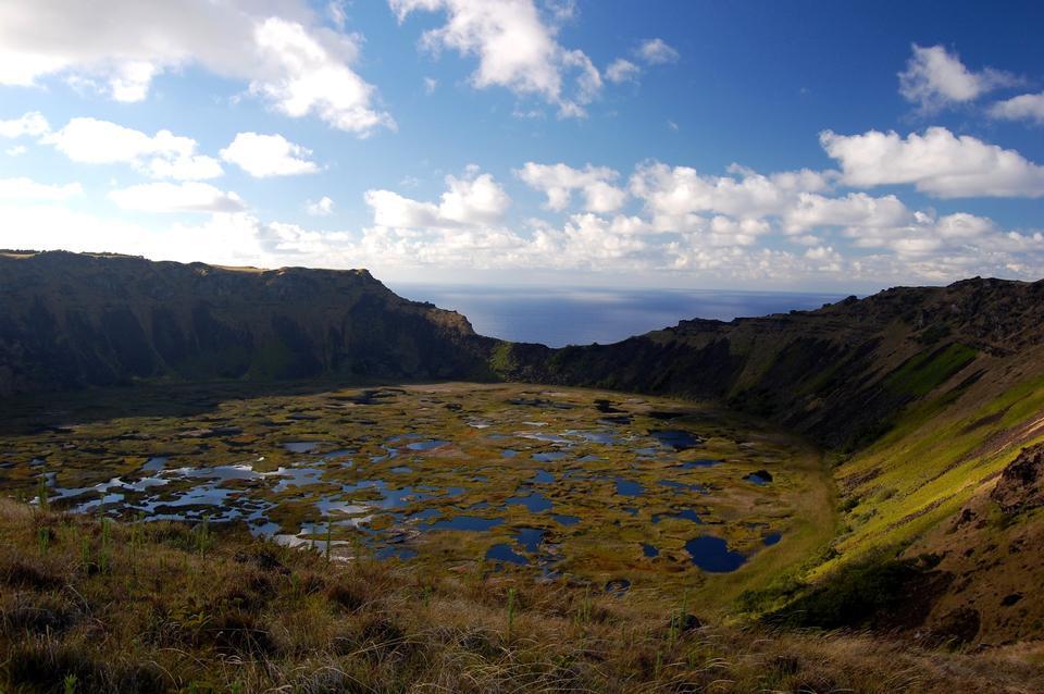 在拉諾九智利復活島火山口