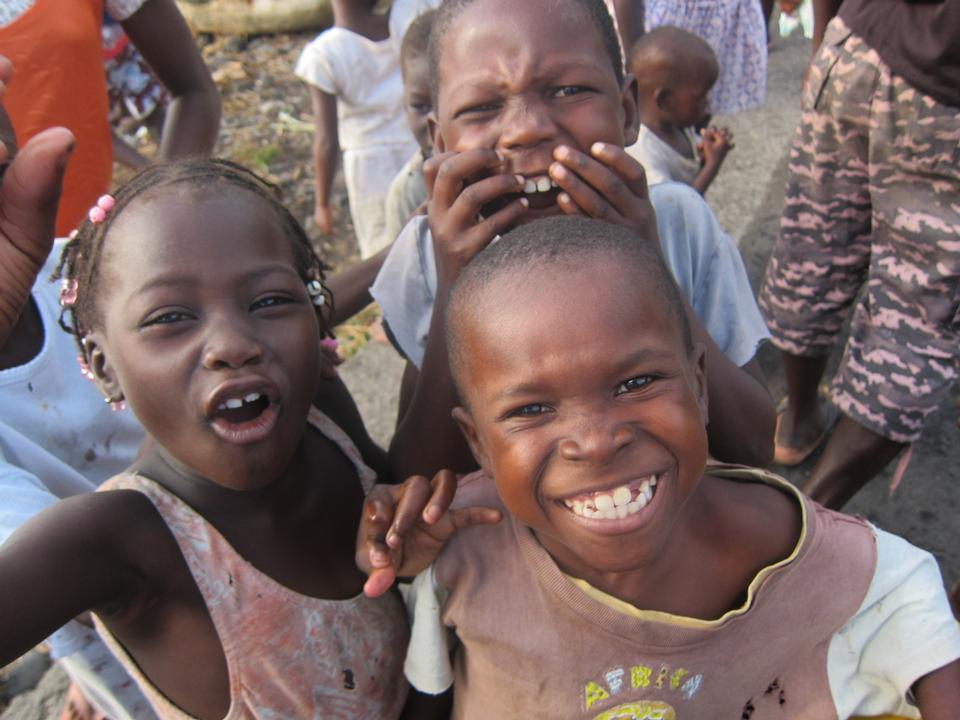 在圣保罗Tomean渔村非洲儿童