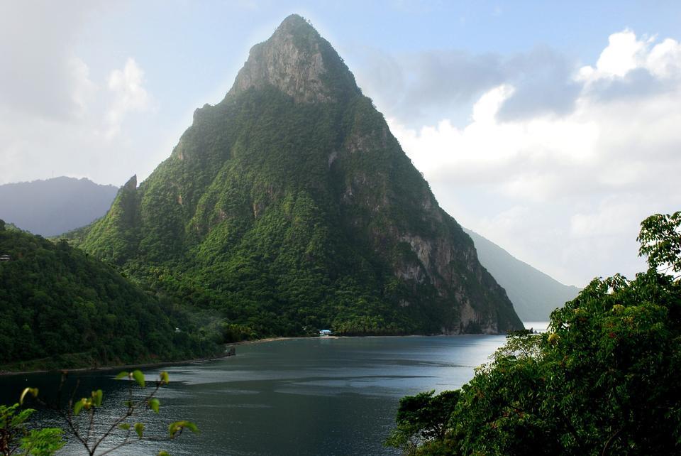 Twin Piton Gipfeln und Vulkan Bergen