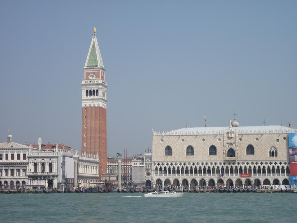 大运河和马杰奥尔安康圣母圣殿,威尼斯