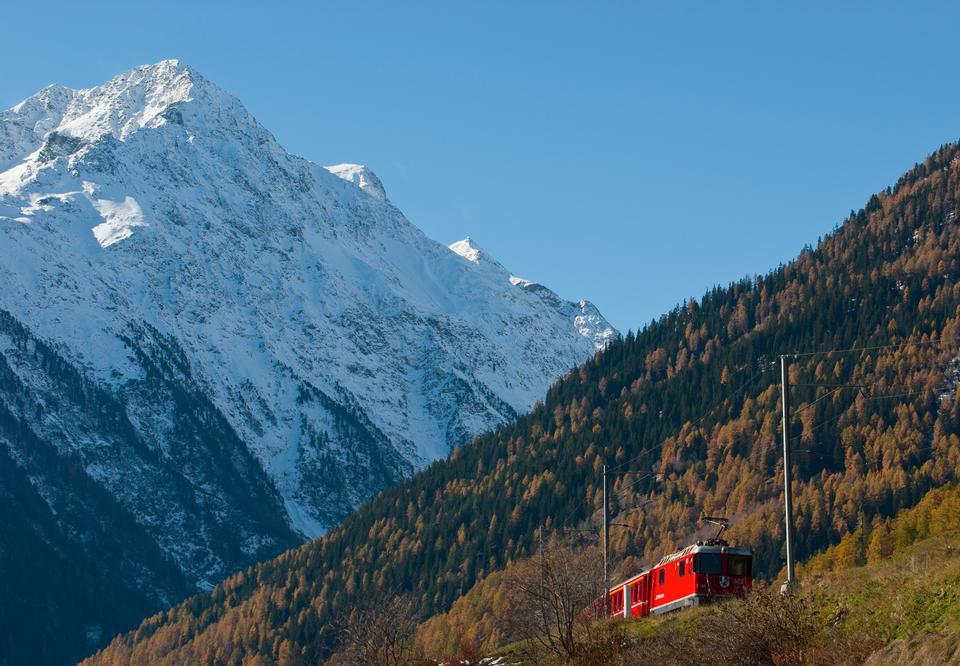 从蒂拉诺红色火车到瑞士