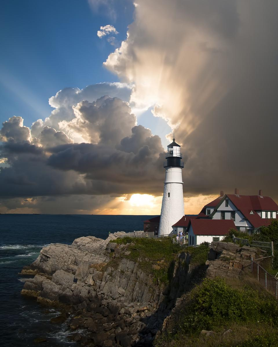 日没時SEASCAPE。海岸の灯台