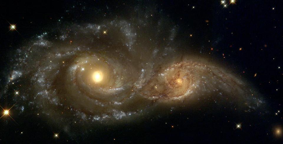 NGC 2207とIC 2163衝突の近く