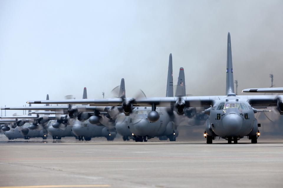 Vague de puissance aérienne C-130 Hercules