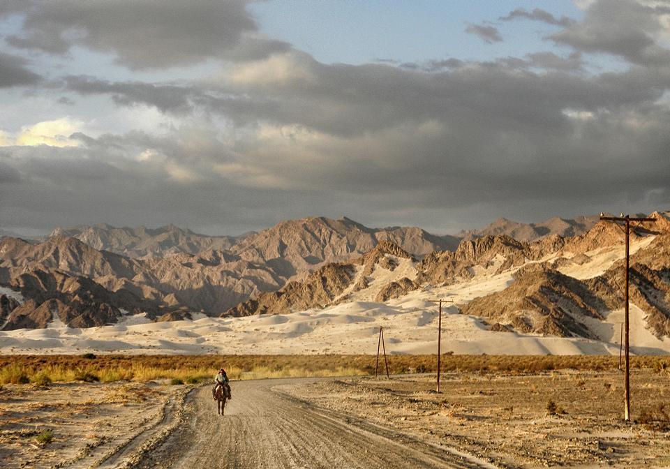 Cavaliers montés en route Tinogasta Argentine