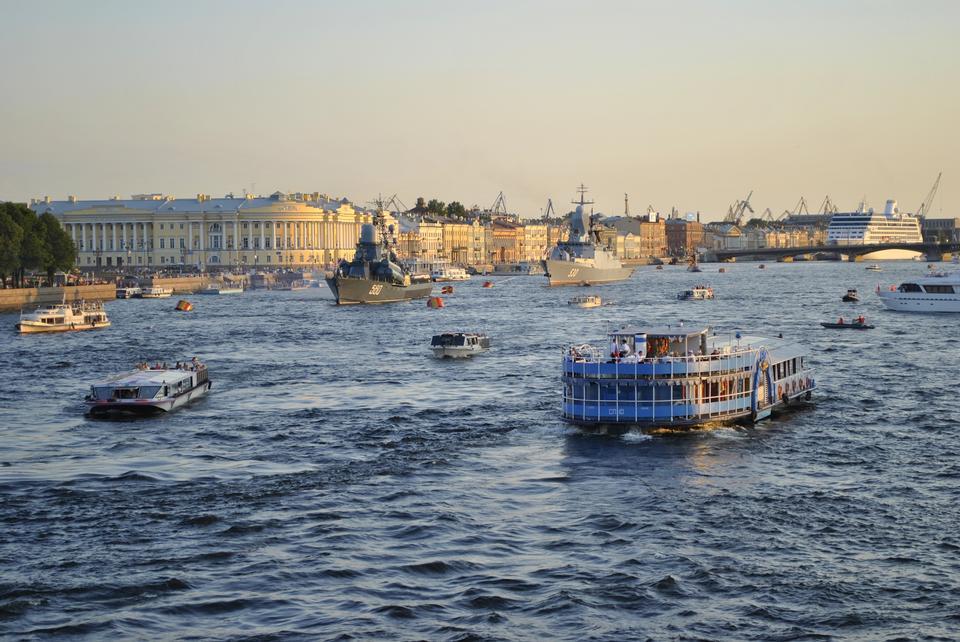 Río Neva San Petersburgo Rusia