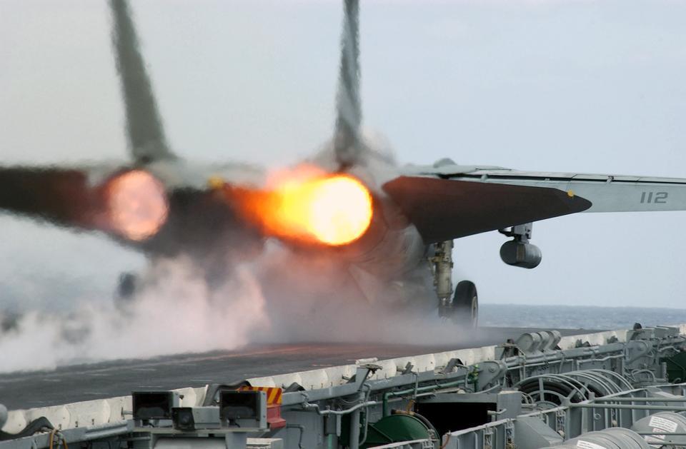 Um F-14 Tomcat atribuída aos Cavaleiros Negros do Esquadrão de Caça