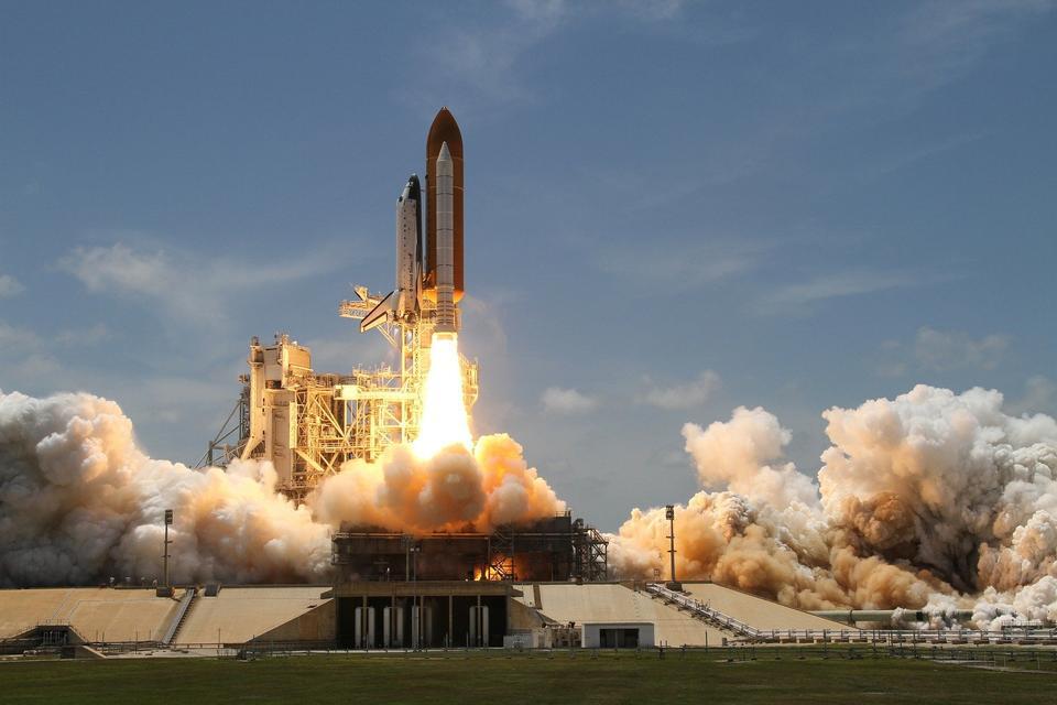 우주 왕복선 디스커버리 로켓 발사