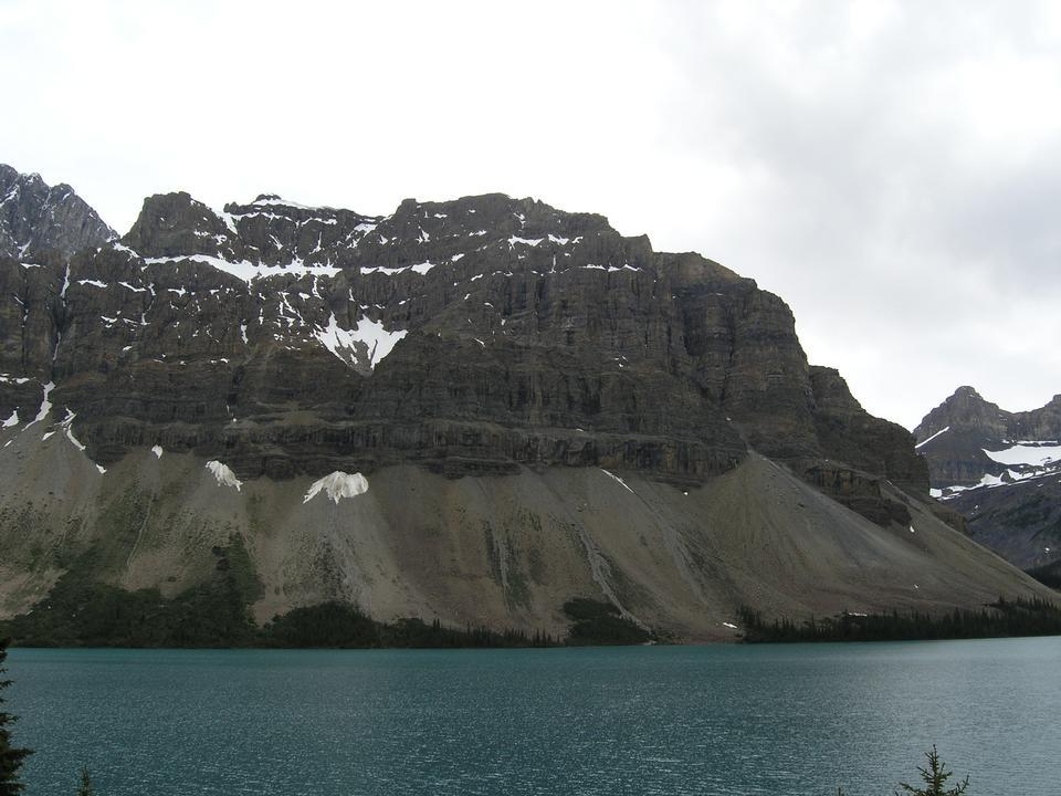 氷河湖トレイル、バンフ国立公園 - ハイキングアルバータ