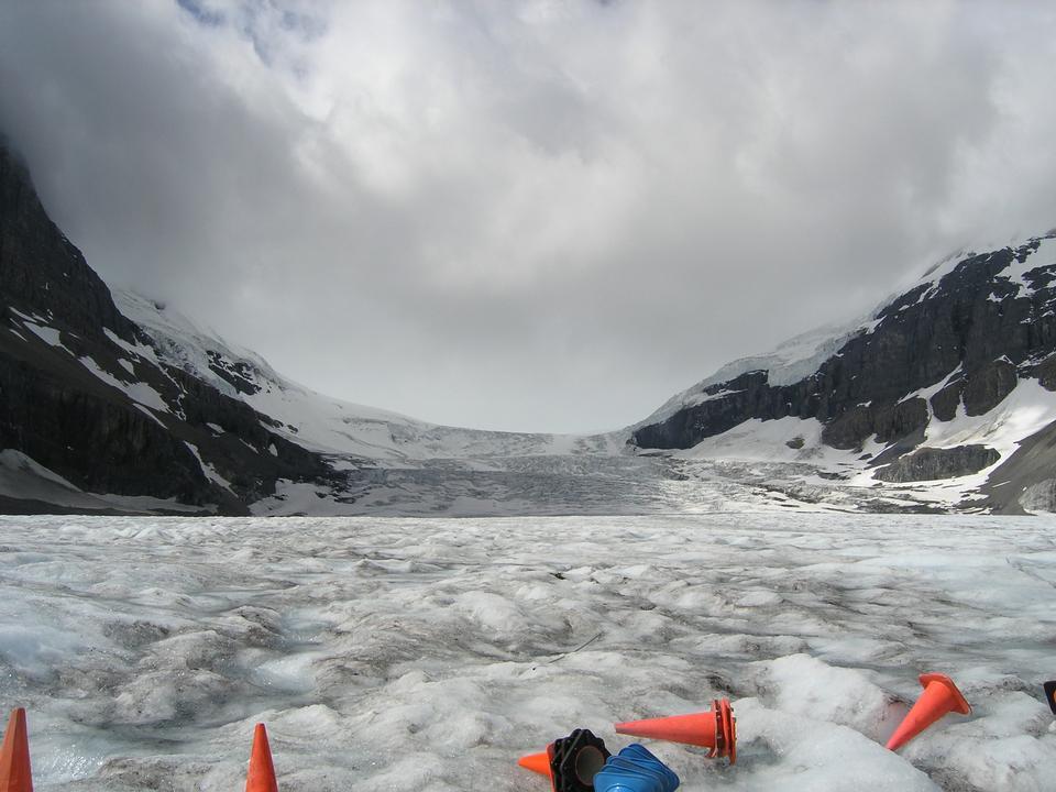 アサバスカ氷河コロンビア大氷原ツアー