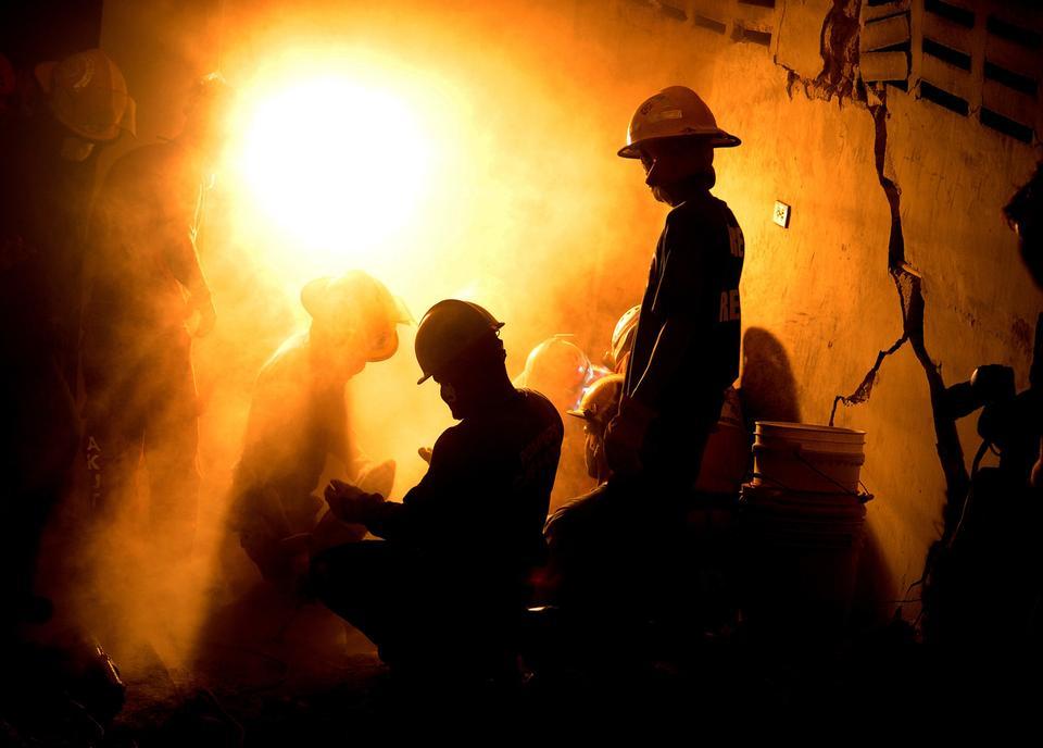 ハイチでのアクションで消防士