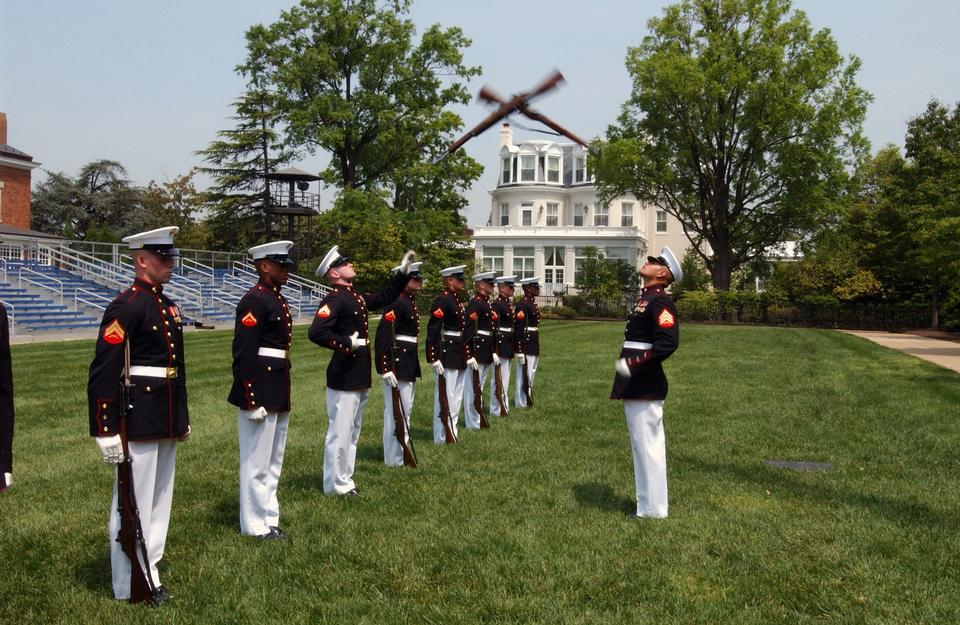 在美國海軍陸戰隊無聲操槍排