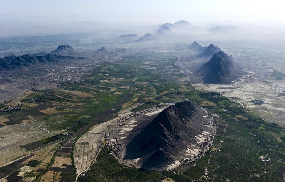 カブール、アフガニスタンは、周囲の山から見る
