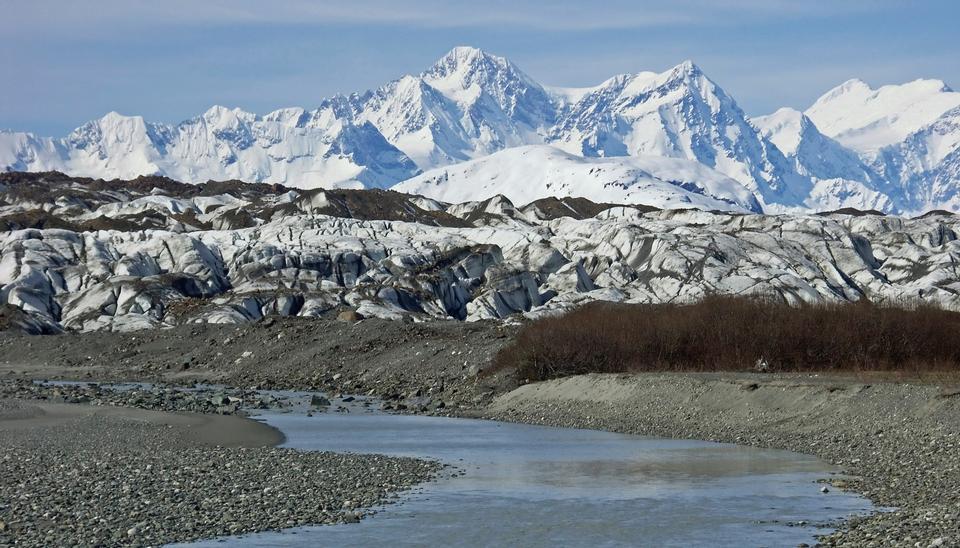 布雷迪冰川从泰勒湾