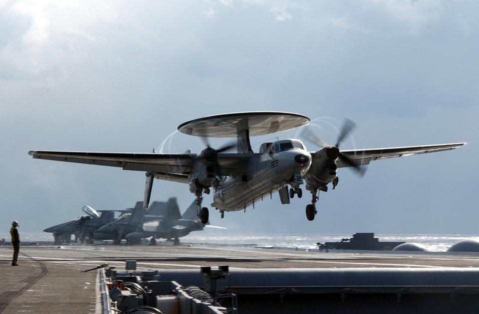 タッチ時のE-2Cのandingsと運航に行く