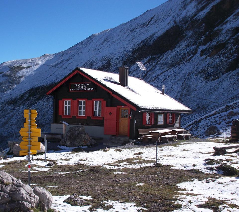 住房在山谷