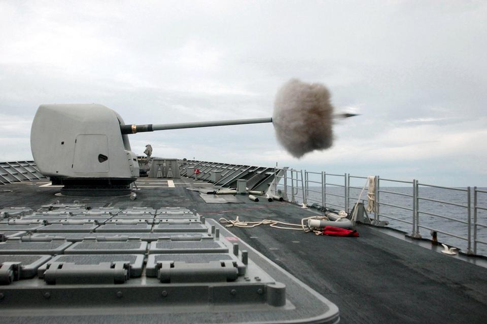 54口径MK-45 5インチ砲火災