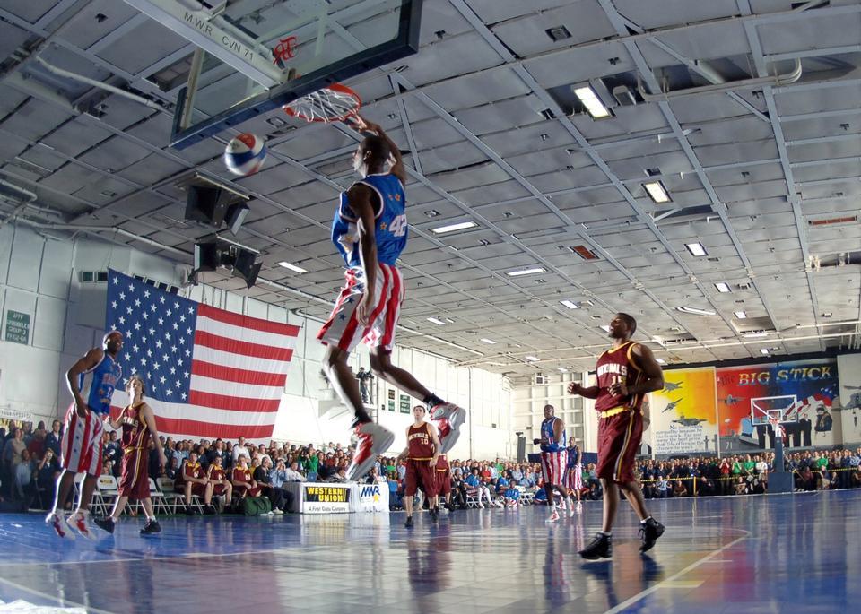 Harlem Globetrotters squadra di basket in un match di esibizione
