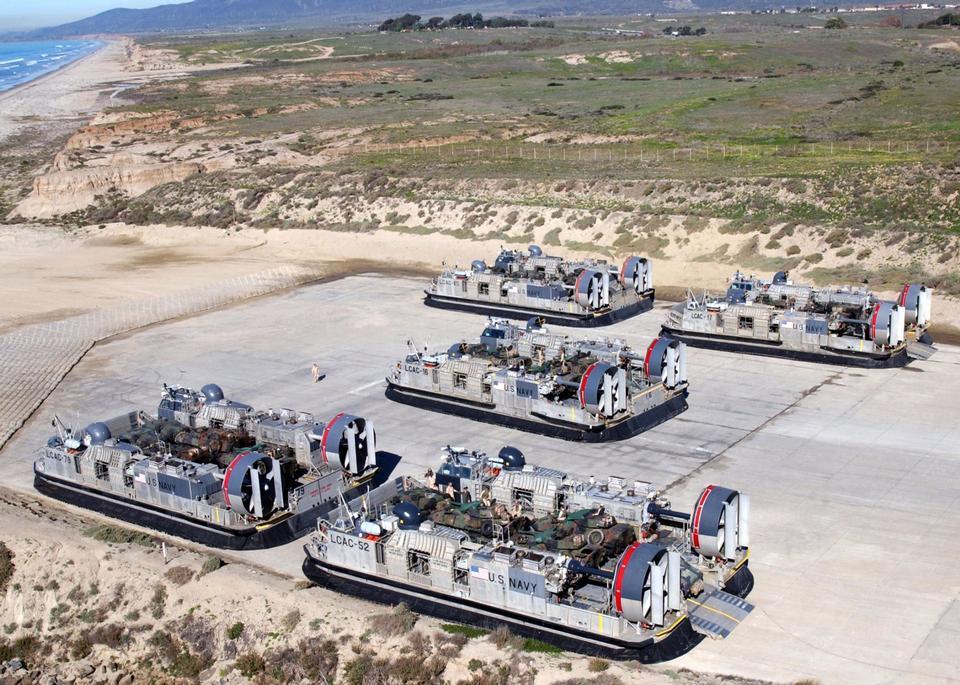 气垫登陆艇 -  LCAC车辆