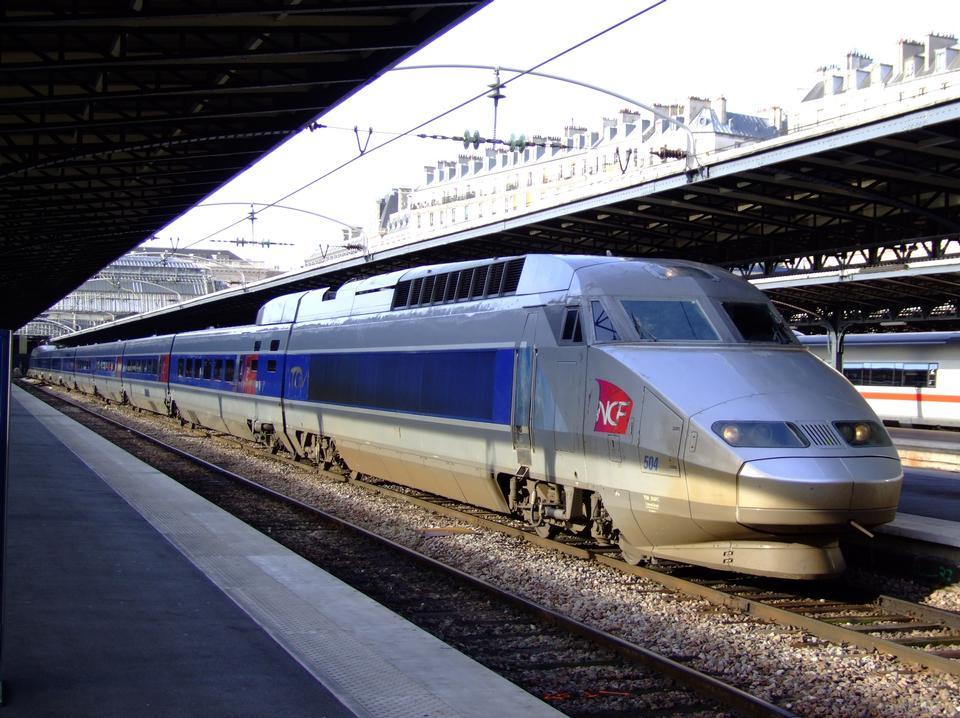 TGV sur un chemin de Paris à Strasbourg