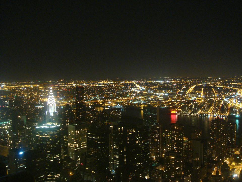 エンパイア·ステート·ビルディングとの夜のニューヨークのスカイライン