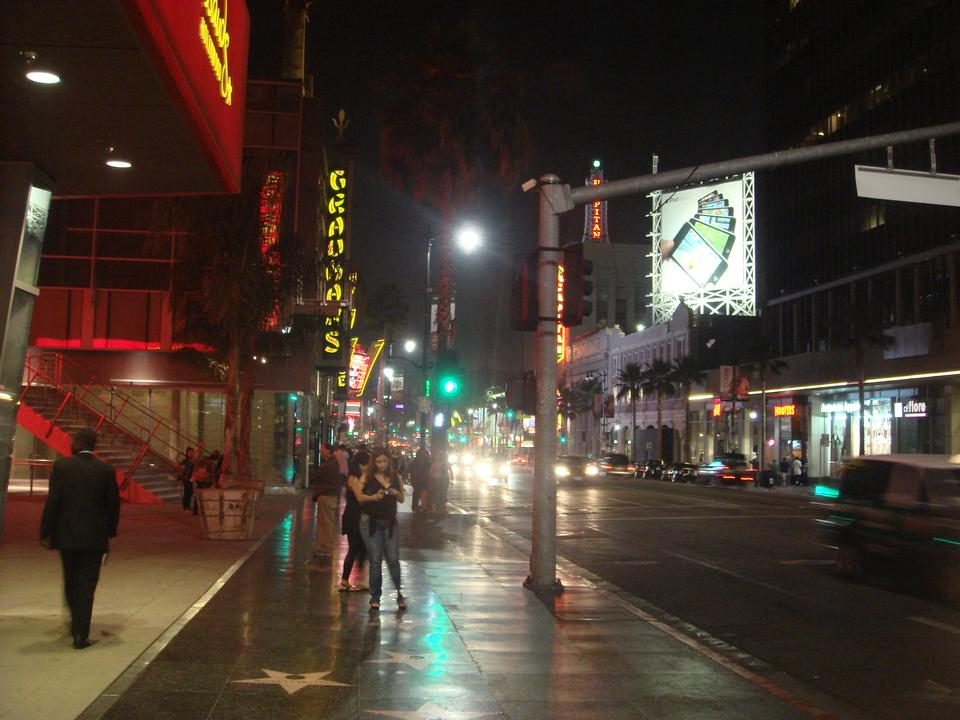 夜のハリウッド大通り