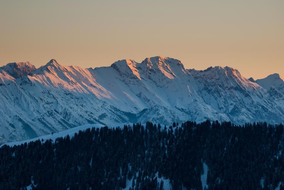 Hochgall montagna in Alto Adige, Italia, al sorgere del sole su un inverno