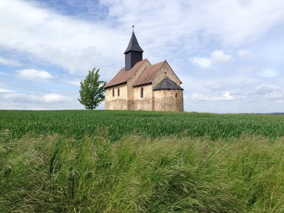 Исторический небольшая церковь в сельской Баварии, Германия
