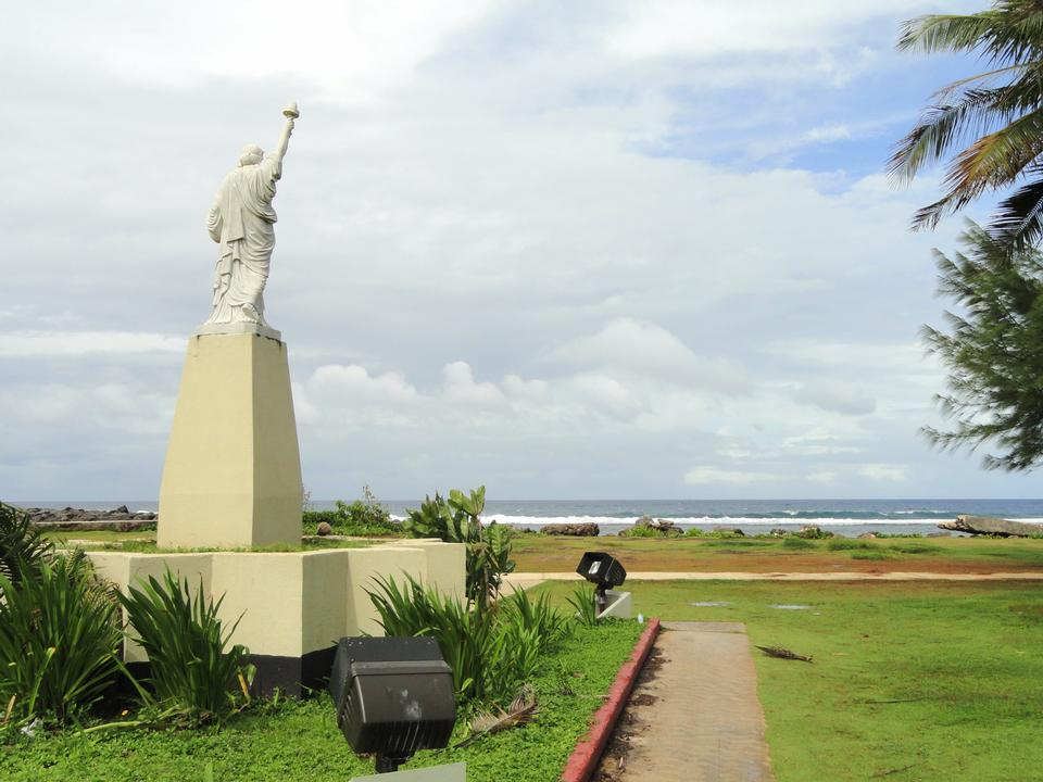 自由女神像在的Paseo de蘇珊娜在關島