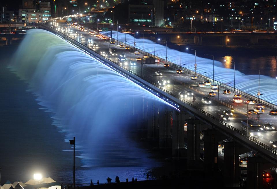 Fuente de agua Puente Seúl Corea